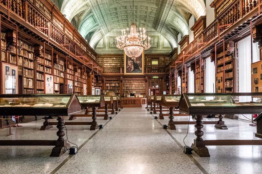 Biblioteca nazionale braidense sala maria teresa - Biblioteca porta venezia orari ...